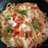 Tagliatelle com tomate cereja e mozarella