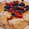 Pavlova de chocolate com frutos vermelhos