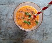 Smoothie de cenoura, manga e curcuma