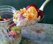 Pudim de tapioca com granola e fruta