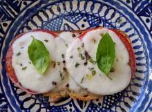 bruschetta de tomate e mozarrela