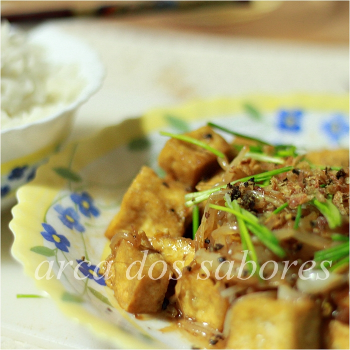 Tofu salteado com rebentos de soja