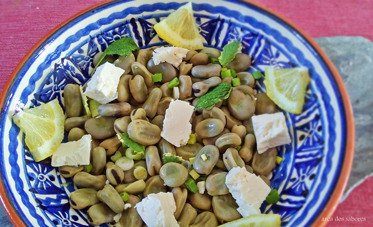 Salada de favas com queijo feta