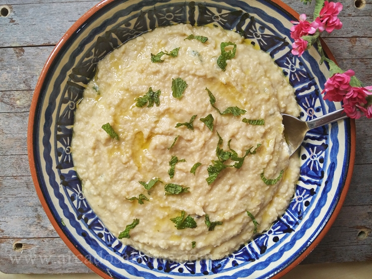 Húmus (puré de grão de bico)