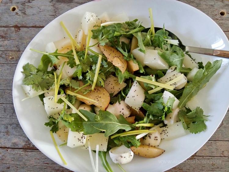 Salada de rúcula, ameixa e melão